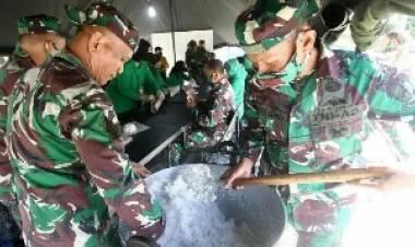 Peduli Korban Banjir, Korem Dirikan Dapur Umum