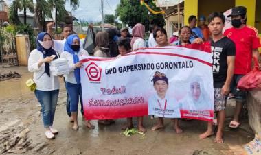DPD Gapeksindo Gorontalo Ringankan Beban Warga Kota Gorontalo Dampak Banjir, Cristina Basoan: Semoga Ini Bermanfaat