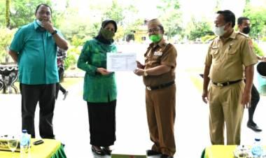 Indra Yasin Serahkan Bantuan Kepada Korban Banjir di Kabupaten Gorontalo
